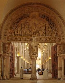 Basilique de vezelay narthex tympan central