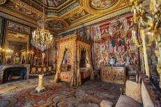 Chateau de fontainebleau bedroom france apartment pope queen mothers takes its name visit pope 46976199