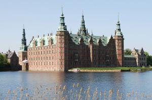 Frederiksborg castle and boat crop