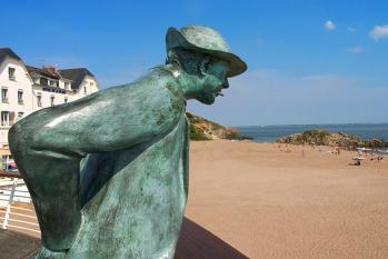 Hulot  statue
