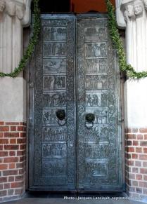 Polrtes de bronze de la cathédrale