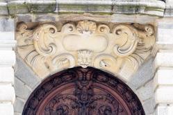 Tympan de la porte d entre e palais du parlement de bretagne rennes france
