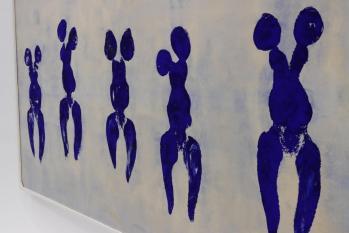 Yves klein realise ses quot anthropometries quot une oeuvre performative en se servant de modeles feminins nus recouverts de pigment bleu photo rl gilles wirtz 1595406228
